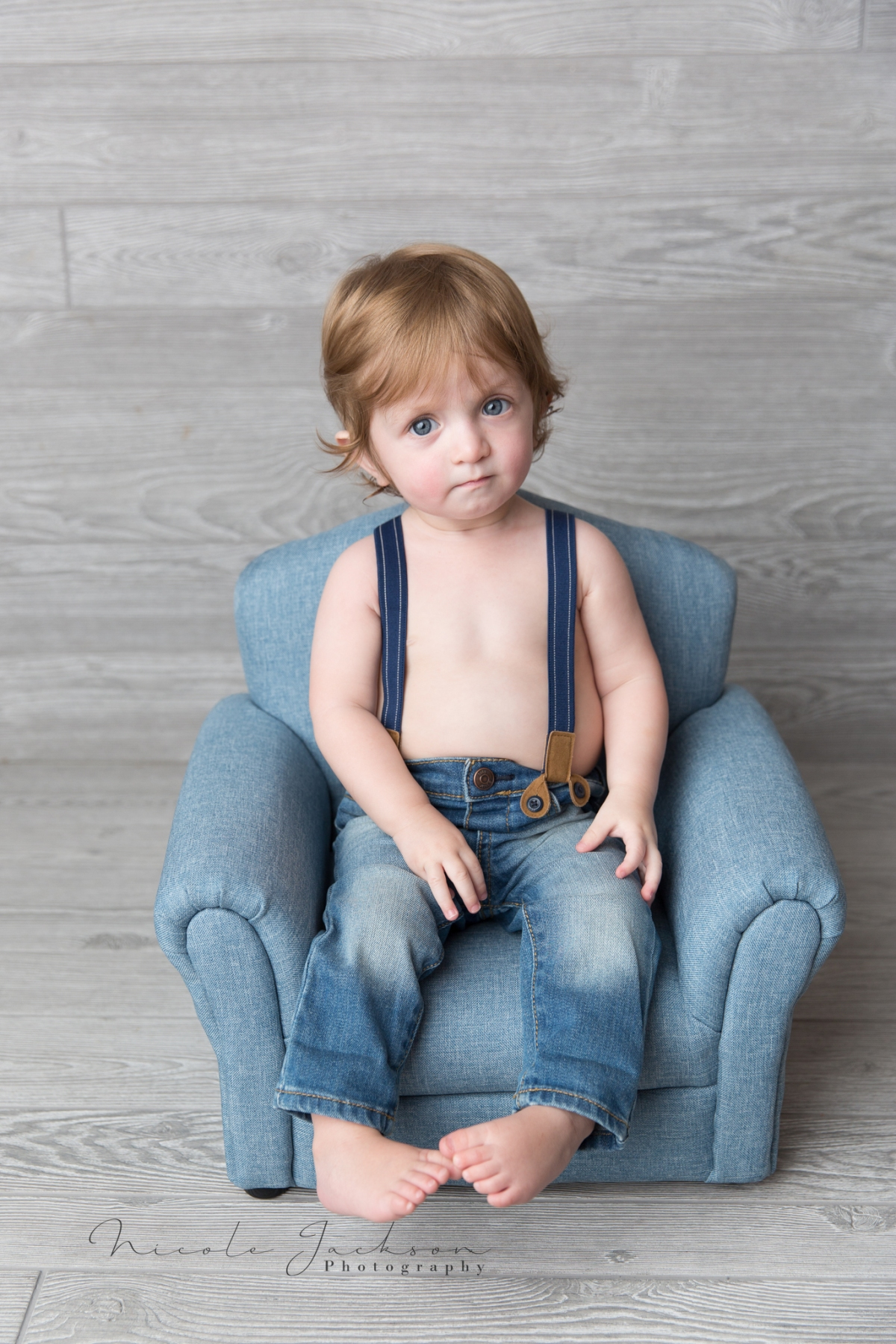 harrison-mini-chair-toddler-boy-prop-nicole-jackson-photography